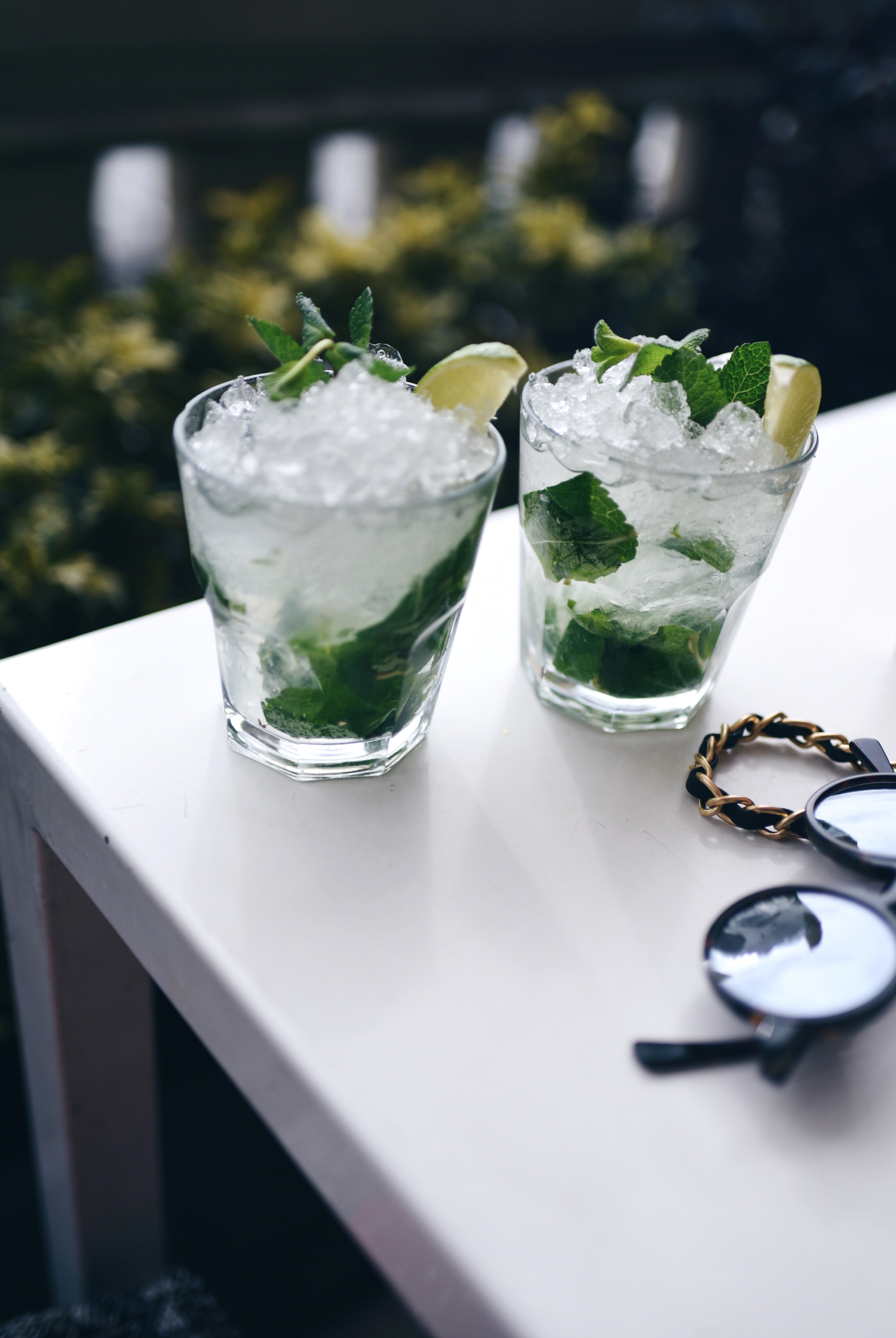 mojitos-on-the-table